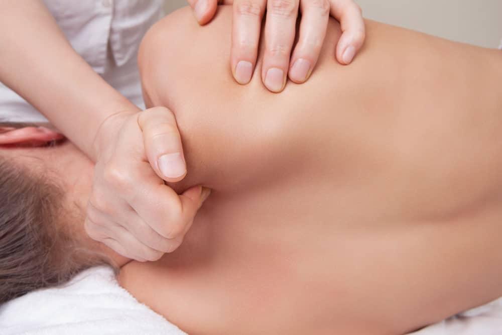 Skuldermassage-oemme-skuldre